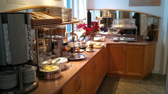Hotel Uhland:                                     Breakfast Buffet