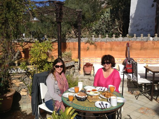 Dar Meziana Hotel: Breakfast on the Terrace