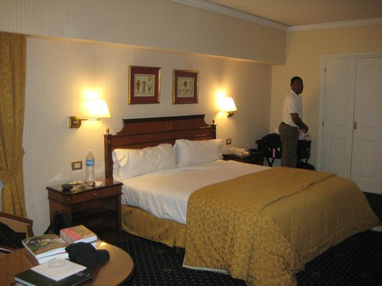 Sheraton Libertador Hotel:                   French-themed room
