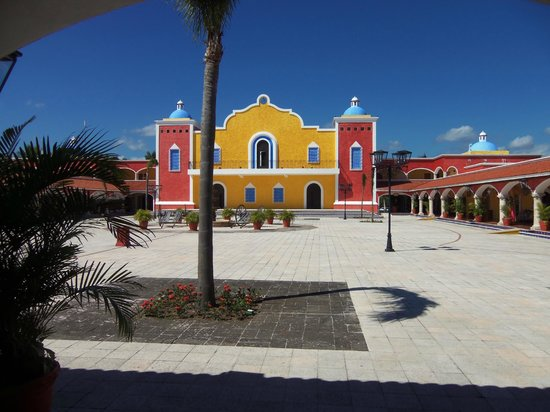 Grand Bahia Principe Tulum:                   market square and night club