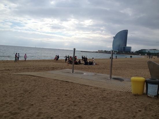 Casa Gracia Barcelona Hostel:                   Barcelona beach
