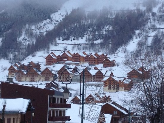 Residence Les Chalets Valoria as seen from the village