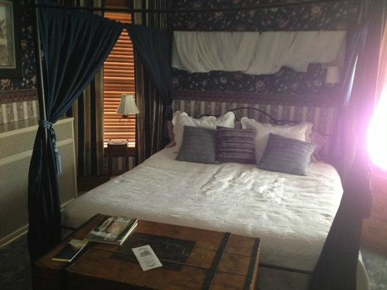 McConnell Inn:                   Dartford Guest Room