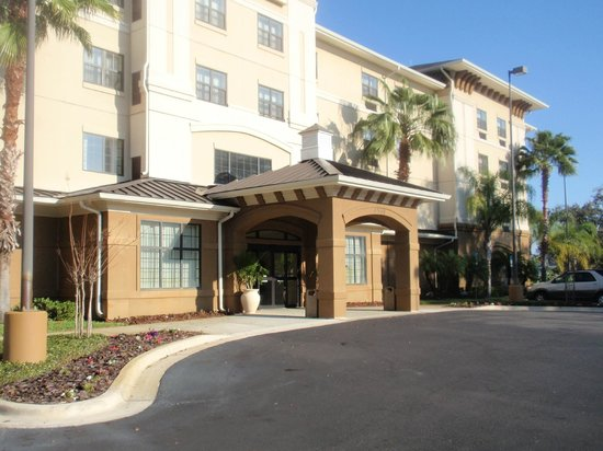 Crestwood Suites Lakeland: The Hotel and grounds