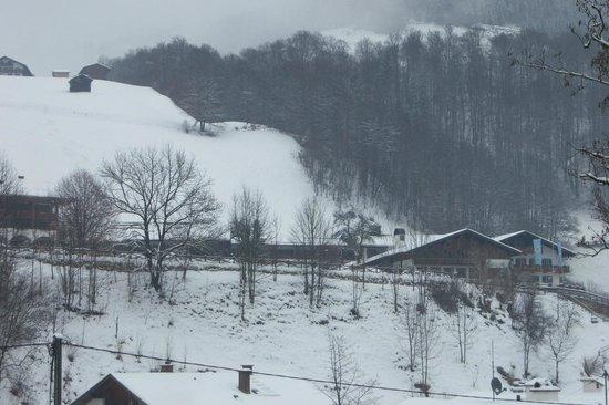 Berghotel Rehlegg:                   Blick vom Hang gegenüber auf Hotelkomplex