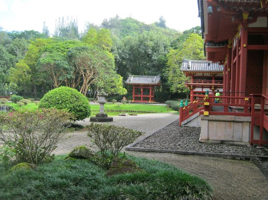 Byodo-In Temple: Beautiful Sunra gardens