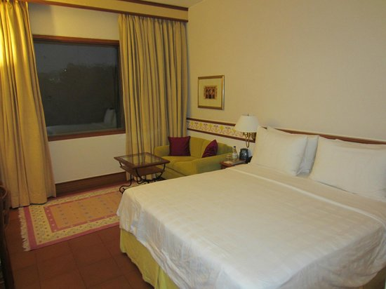 Trident, Agra:                   Bedroom