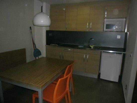 Odissea Park Aparthotel:                                     Dining area