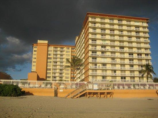 Ramada Plaza Marco Polo Beach Resort :                   Hotel From The Beach