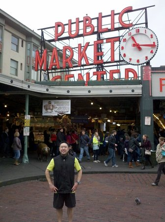 City Running Tours:                   Photo Op at Pike Place Market