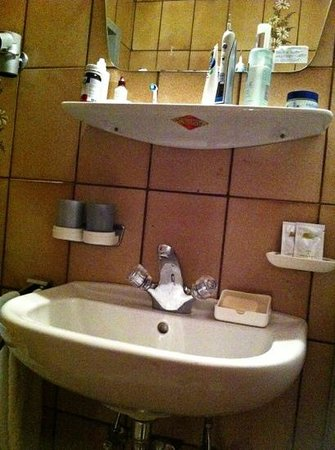 Konrad Hotel-Pension:                   De badkamer