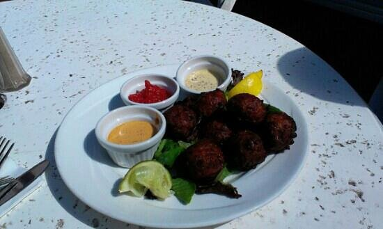 DoubleTree by Hilton Hotel Grand Key Resort - Key West: Delicious Conch Fritters...Poolside.