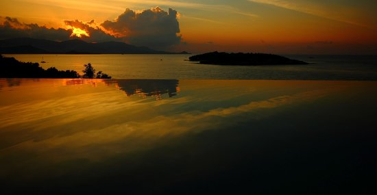 Six Senses Samui:                   Sunset at the infinity pool