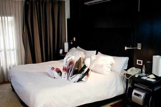 Elevage Buenos Aires Hotel:                   Cama enorme