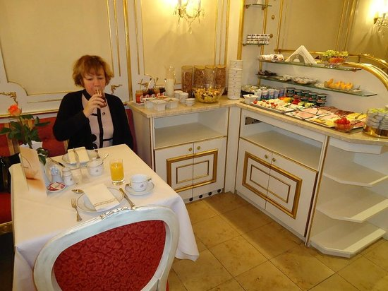 Schlosshotel Roemischer Kaiser:                   petit déjeuner buffet (la moitié car c'est plus fourni)