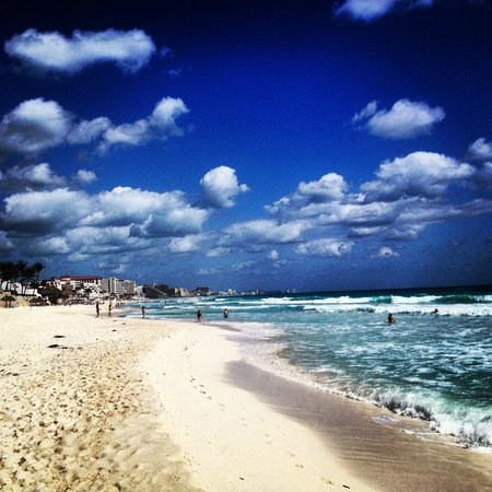 Oleo Cancun Playa:                   Beautiful Beach