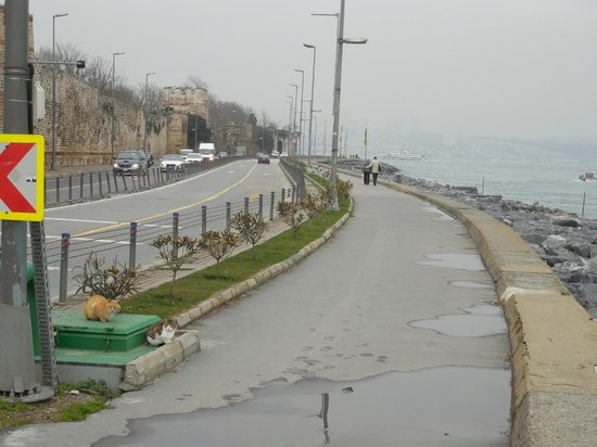 Hotel Amira Istanbul: Short walk down to the waterfront pathway.