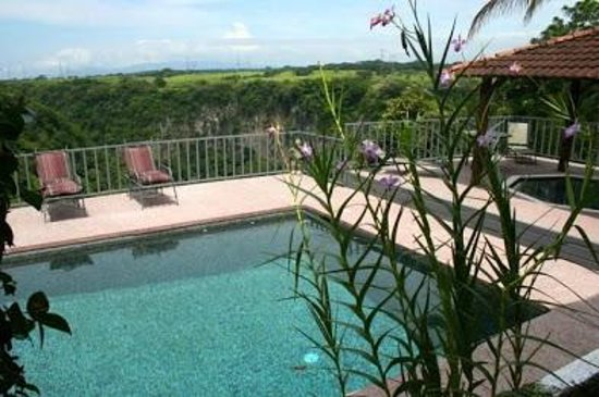 Vista Canyon Inn: Enjoy the view from the pool and hot tub.