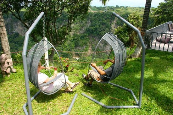 Vista Canyon Inn: Relax in the swings and enjoy the view