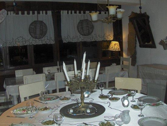 ساردوناكي كوناك هوتل:                   yemek salonu                 