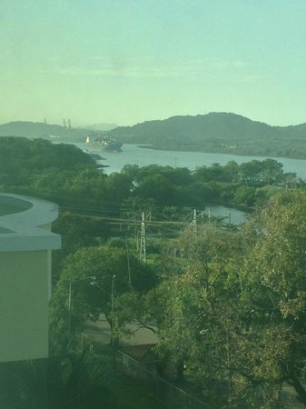 Holiday Inn Panama Canal: View looking west from our top floor, middle of the building room.