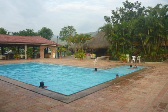 Hosteria El Arenal:                                                       Pool area / Piscina