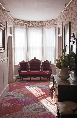 Carroll Villa Hotel:                   Hallway sitting area