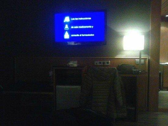 "AC Hotel Carlton Madrid:                   Gran tv de 32"""