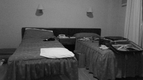 Waldorf Hotel:                   quarto