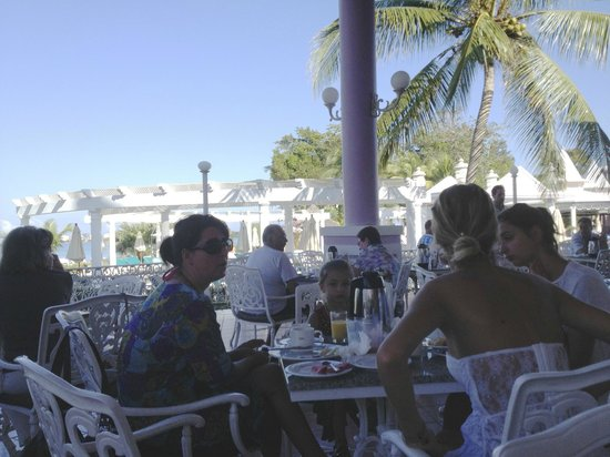 Hotel Riu Palace Tropical Bay:                   Breakfast Dining Outside