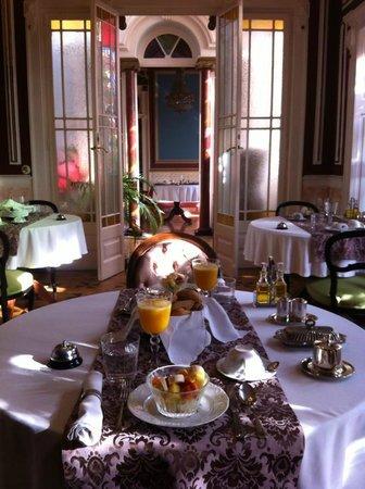 Palacete Chafariz D'El Rei:                   EXQUISITEZ