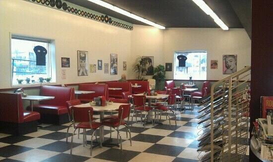 Happy Days 50's Diner:                   Great 50's place!