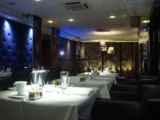 Hôtel Design Secret de Paris:                   Sala colazione tutta per noi