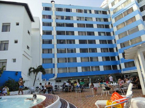 Hotel Blue Tone:                                                       Parte de piscina