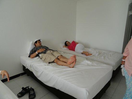 Hotel Blue Tone:                                                       Habitacion