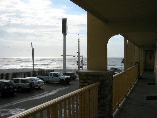 La Quinta Inn Galveston East Beach Outside Walkway View