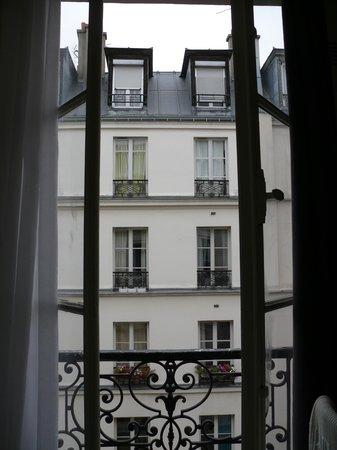 Au Royal Mad:                   Вид из окна
