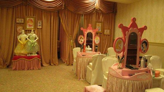 Hong Kong Disneyland Hotel: my little princess
