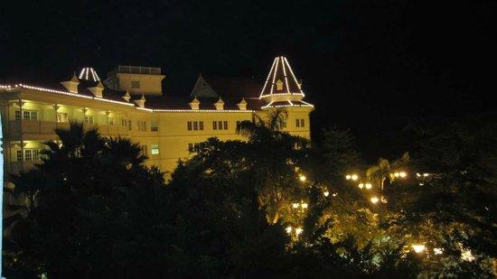 Hong Kong Disneyland Hotel: night view from balcony