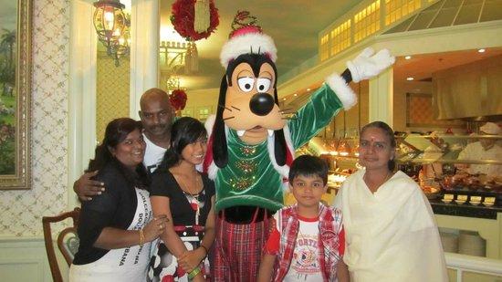 Hong Kong Disneyland Hotel: family special moment