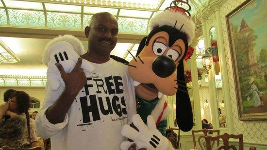 Hong Kong Disneyland Hotel: goofy loves me alot