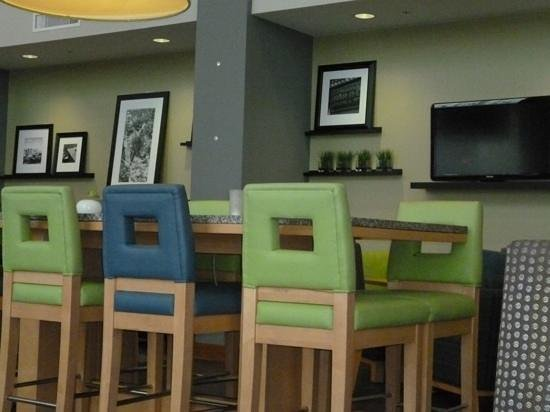Hampton Inn & Suites Sarasota-Bradenton Airport:                                                       decor