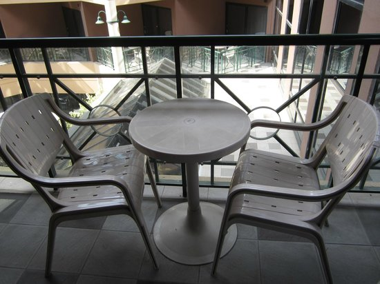 Amora Hotel Riverwalk Melbourne:                   Practical balcony