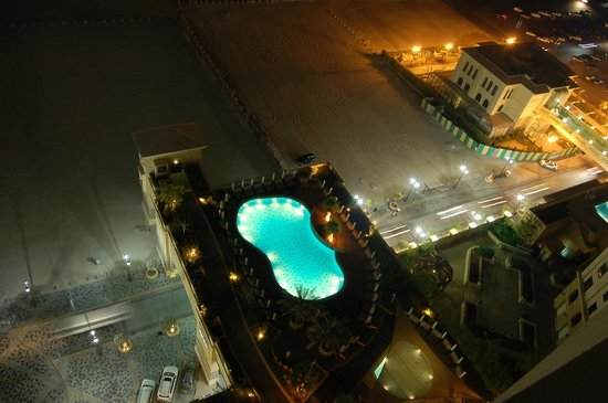 Amwaj Rotana:                   Swimming pool