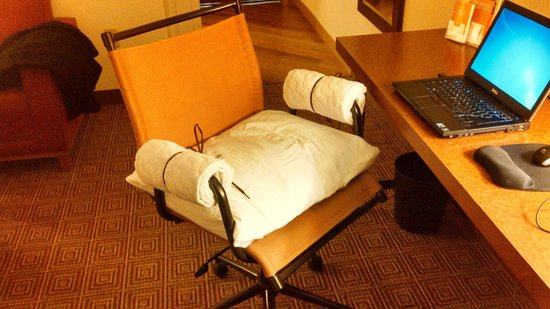 La Quinta Inn & Suites Chicago North Shore:                   Desk chair modified for comfort