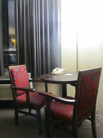 Travelodge Sydney Nova Scotia: Nice chairs in our room