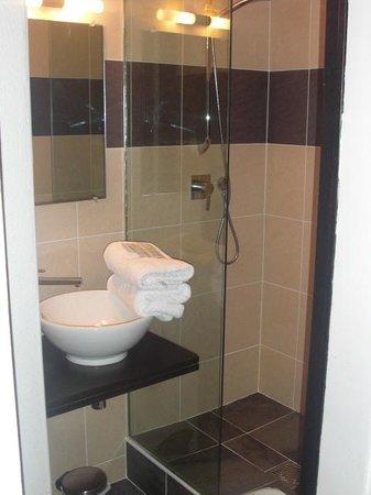 Le Centr'Hotel :                                     la salle de bains