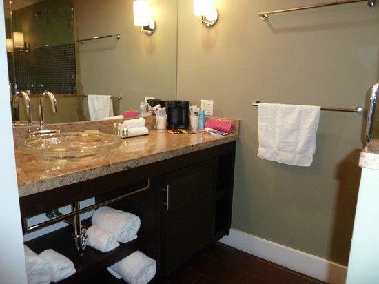 Truman Hotel:                   bath