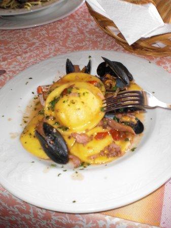 Trattoria - Pizzeria Costa Marittima:                   Medaglioni ai frutti di mare