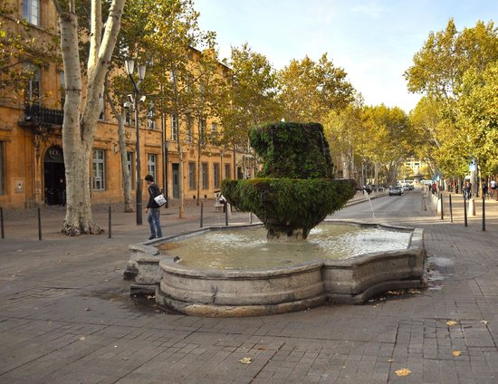 Tour Designer in Provence Private Tours:                                     one of the many fountains